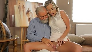 OLD4K. Old geography tutor fucks slutty blonde in contrastive positions
