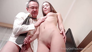Tricky Old Tutor - Hottie sucks dick to pass a test